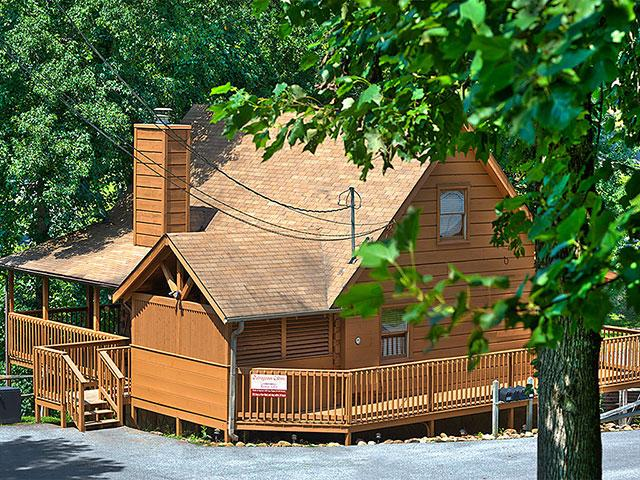 Rustic villa country pines resort 2 br outrageous for Outrageous cabins country pines