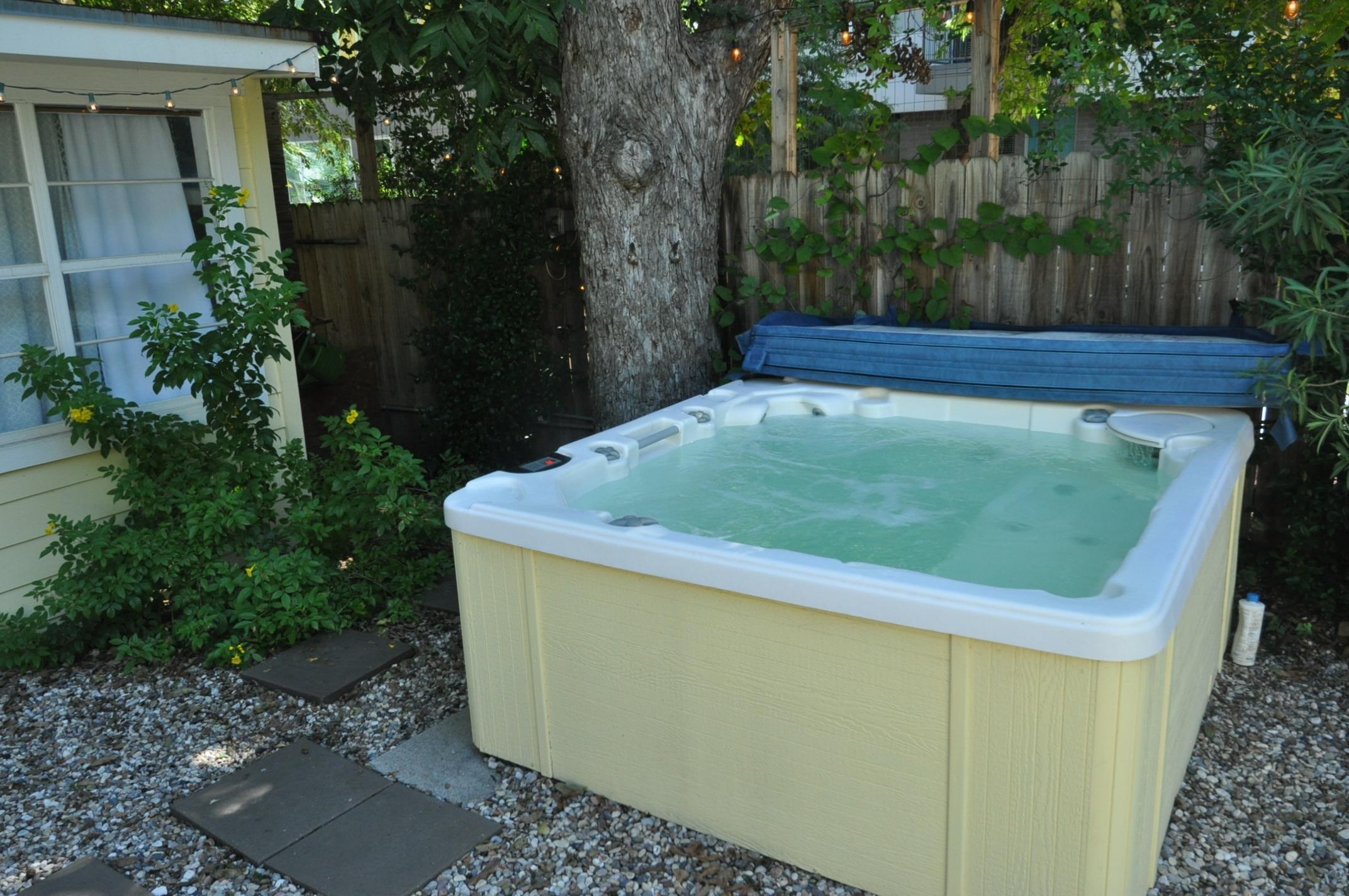 zilker escape u2013 3 1 5 w pool and tub vacationcake rentals