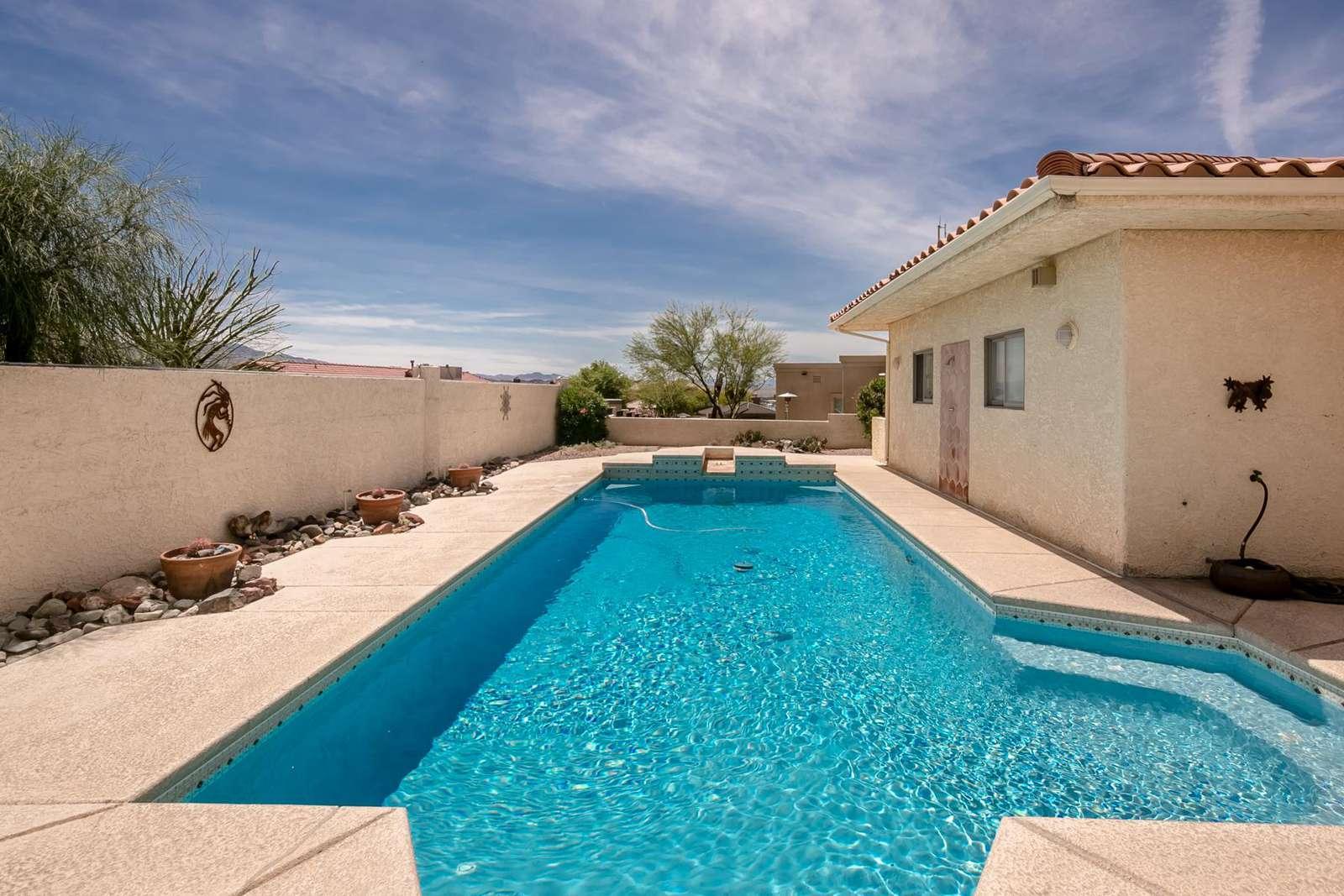 Garage pool - property