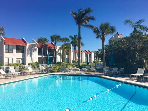 Beautiful 2 BR/2 BA condo only steps to the Beach!