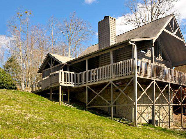 Cozy Bear – Country Pines Resort (2 BR) - property