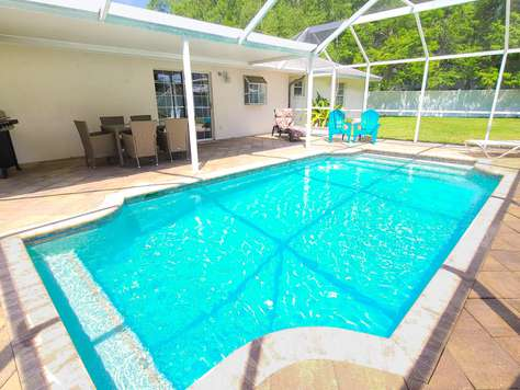 Pet friendly Pool Home on quiet cul-de-sac