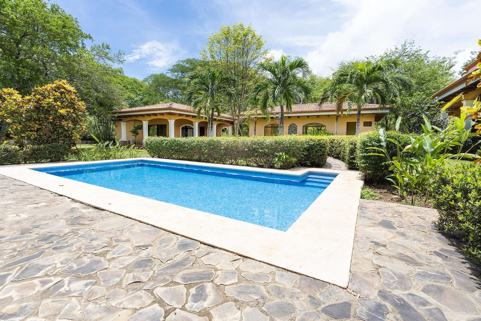 Catalina Cove, a private estate on 1.25 Acres, walk to the beach - property