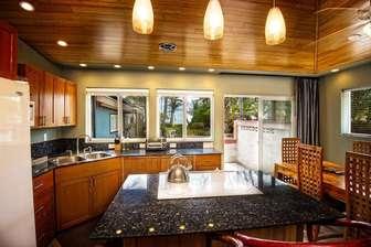 BAMBOO 2: full kitchen & dining area thumb