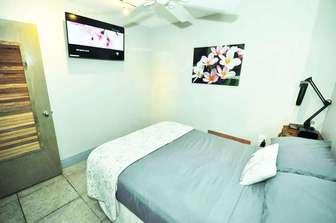 PAPAYA 3: bedroom #3 Full (double) size bedding. thumb