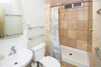 PAPAYA 3: bathroom thumb