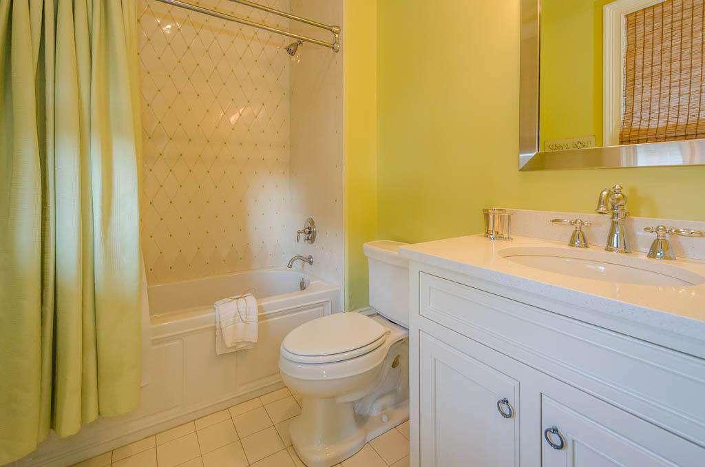 2nd Floor Queen Bedroom (1) Private Bathroom: Tub/Shower Combination