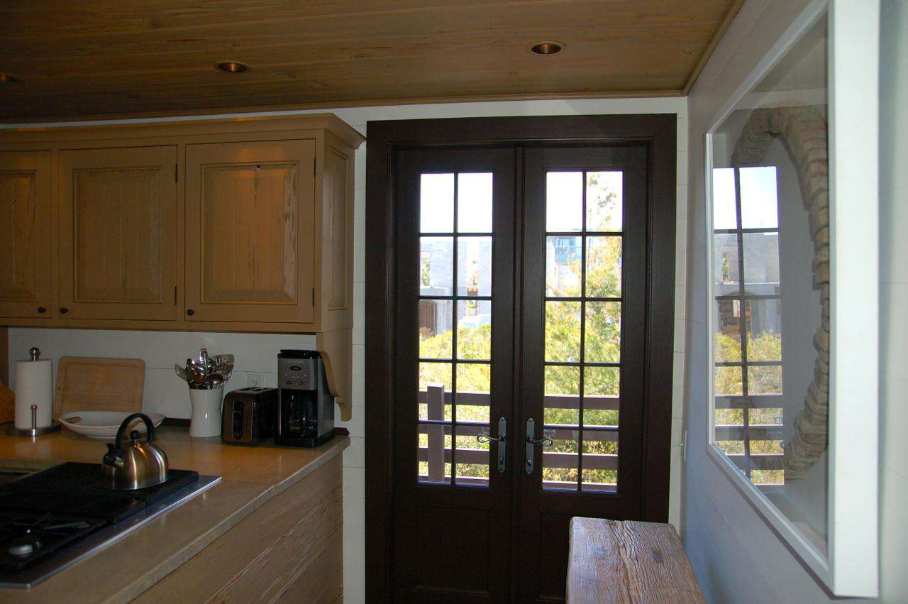 Carriage House provides lots of natural lighting and two sunny balconies