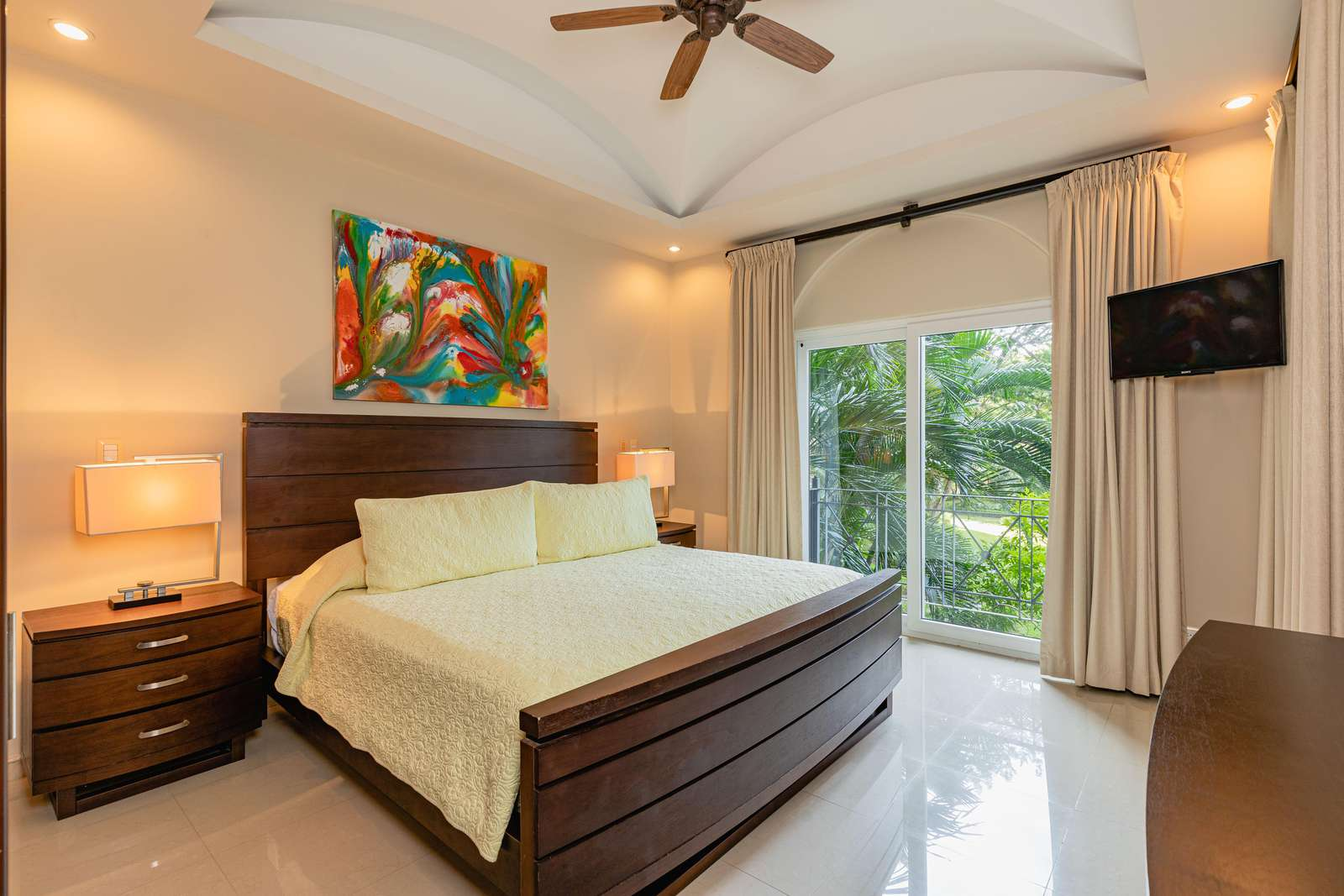 Master bedroom, king bed, private bathroom