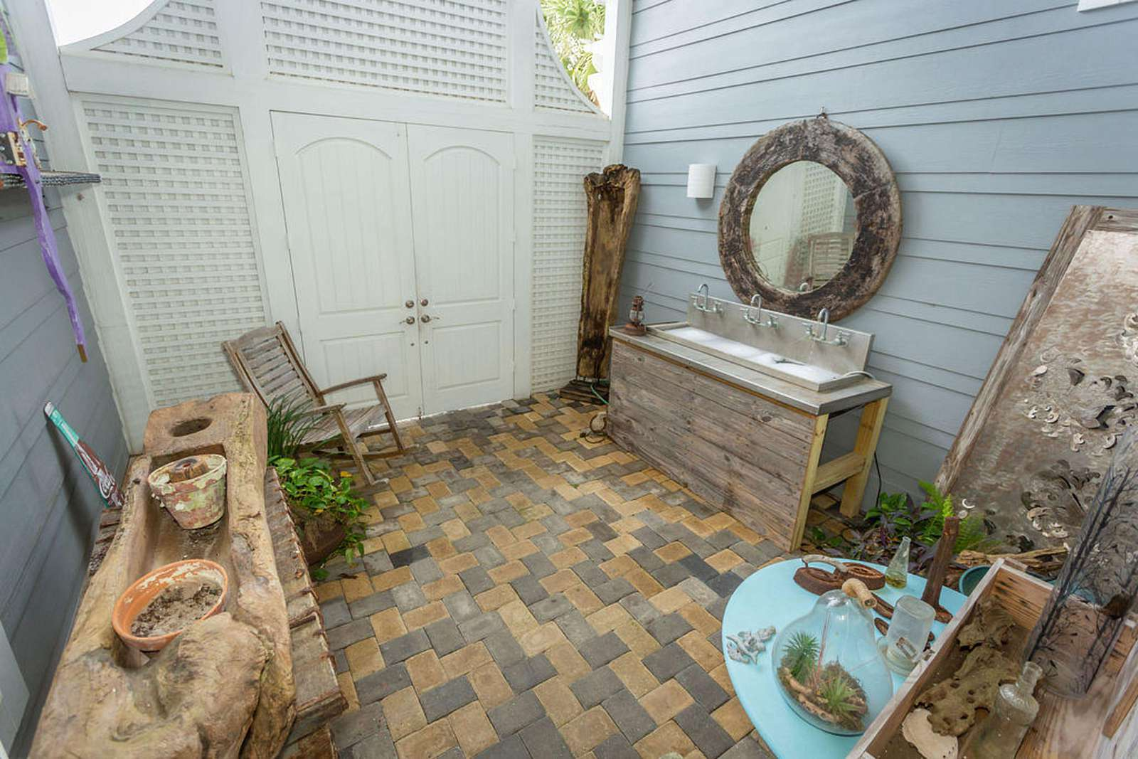 Private entry of Corona Del Mar with rocker and water feature for your enjoyment