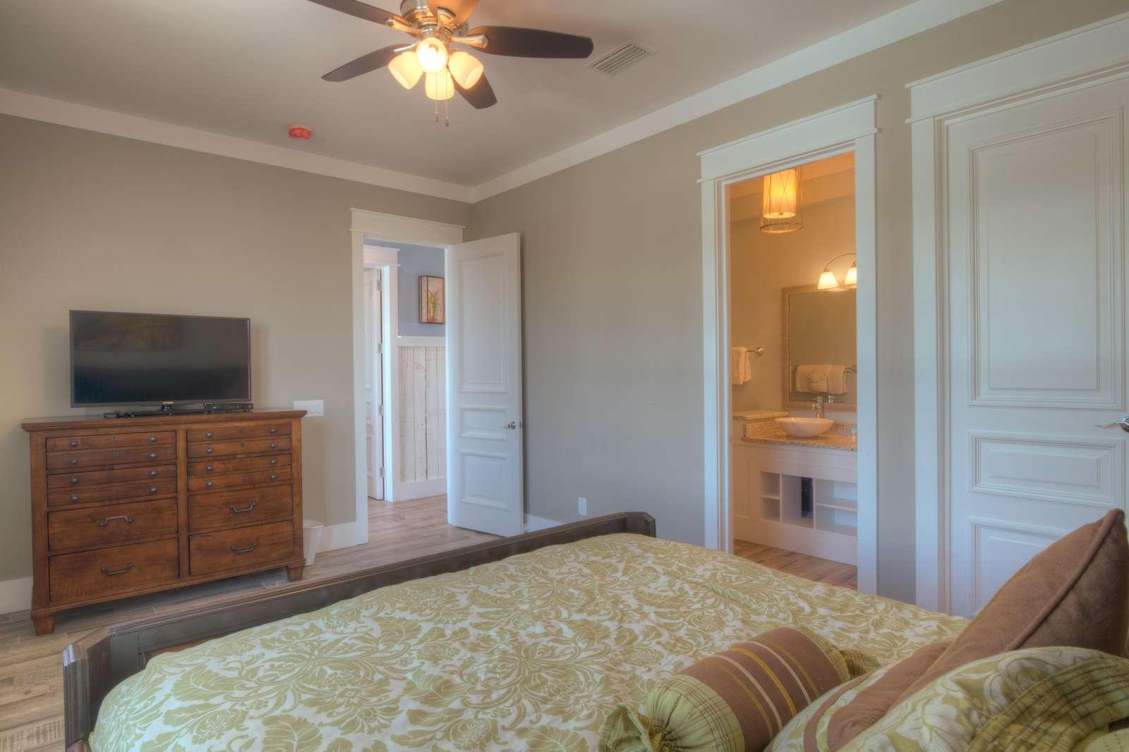 King Bedroom 1 - View 2