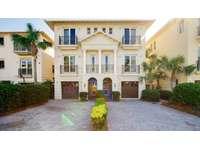 Enjoy the beauty of Emerald Embrace Beach House! thumb
