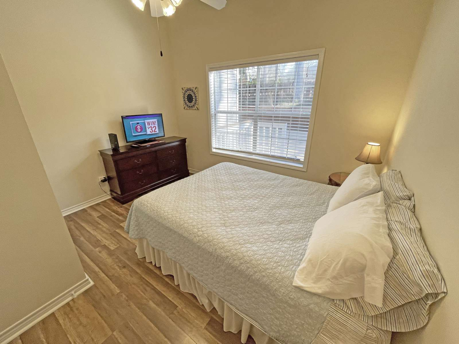 Looking the other direction in the Queen Bedroom