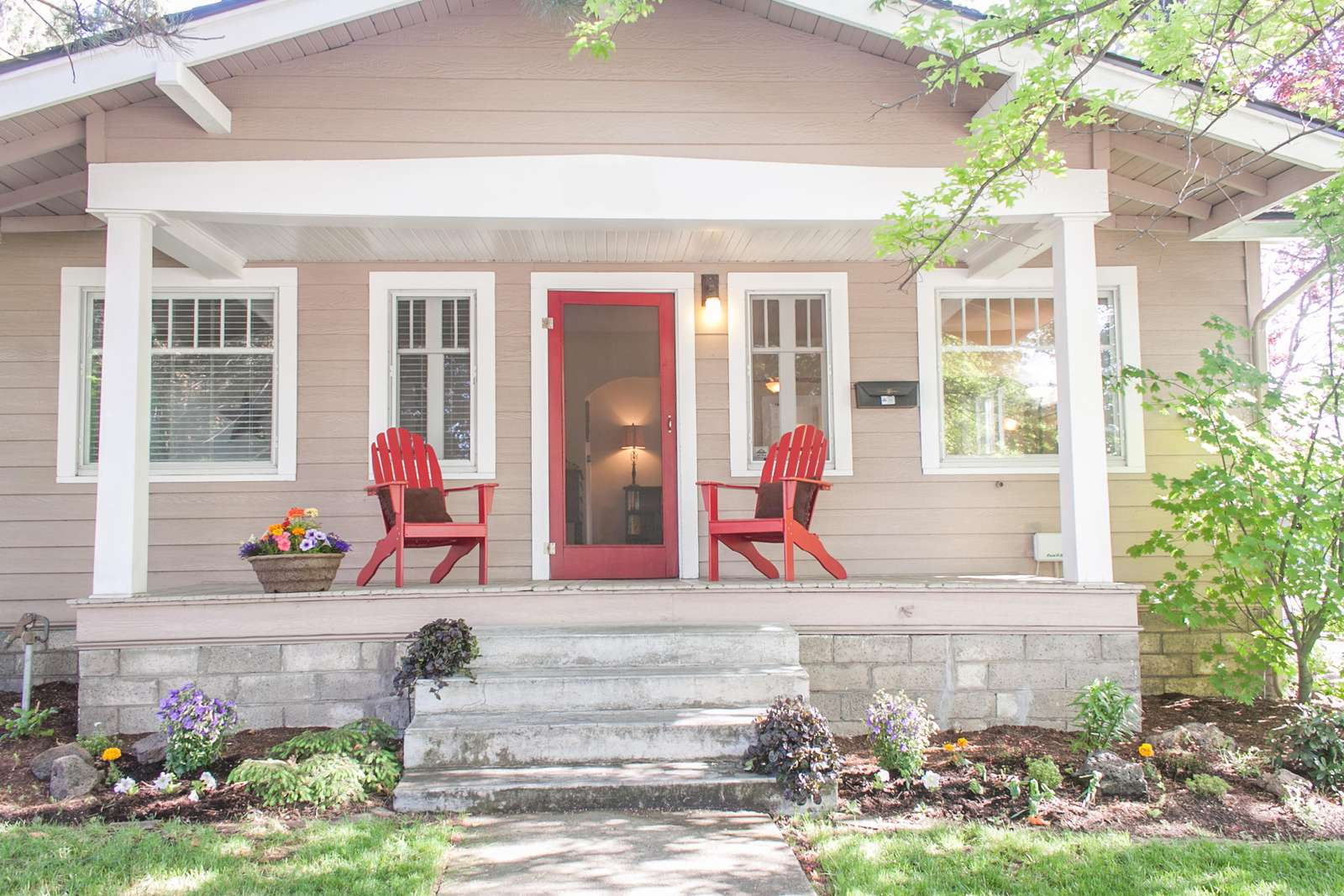 Historic Bernhard Justice Bungalow a 1926 craftsman bungalow with modern comforts. - property