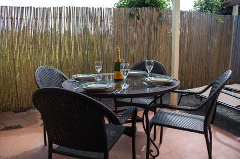 Outdoor dining area on private lanai