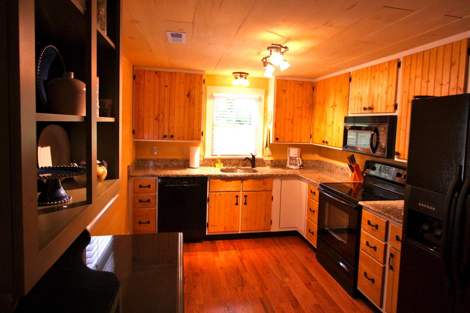 Full kitchen with dishwasher, microwave, refrigerator and oven