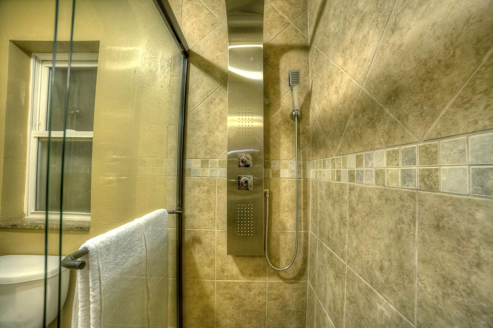 Master jetted rain shower panel