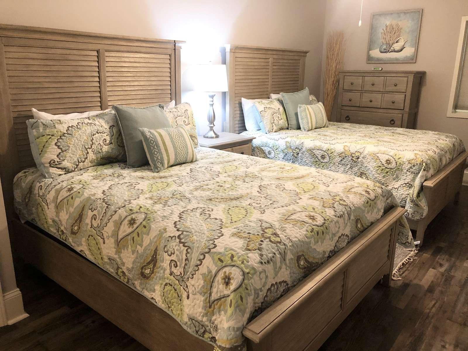 Guest bedroom 2, 2 Queen beds