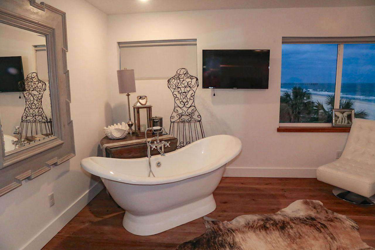Bridal suite # 4 slipper tub overlooking the gulf