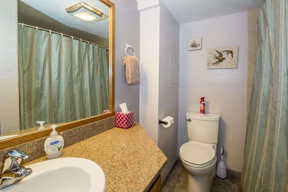 Downstairs bathroom with shower/tub.