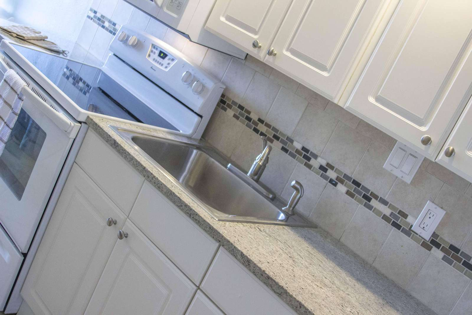 Granite Counter-tops!