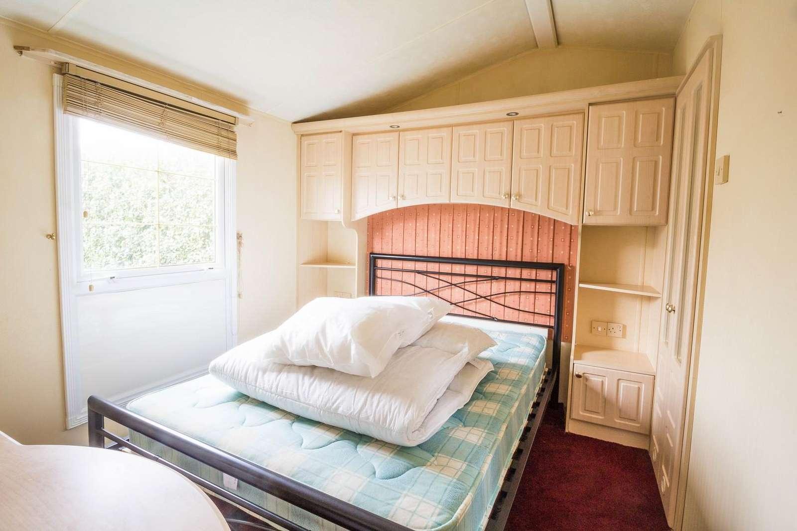 Great double bedroom with plenty of cupboards