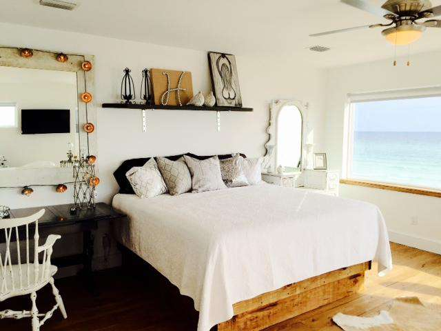 Br # 4 bridal suite/king bed, slipper tub, bath, gulf views
