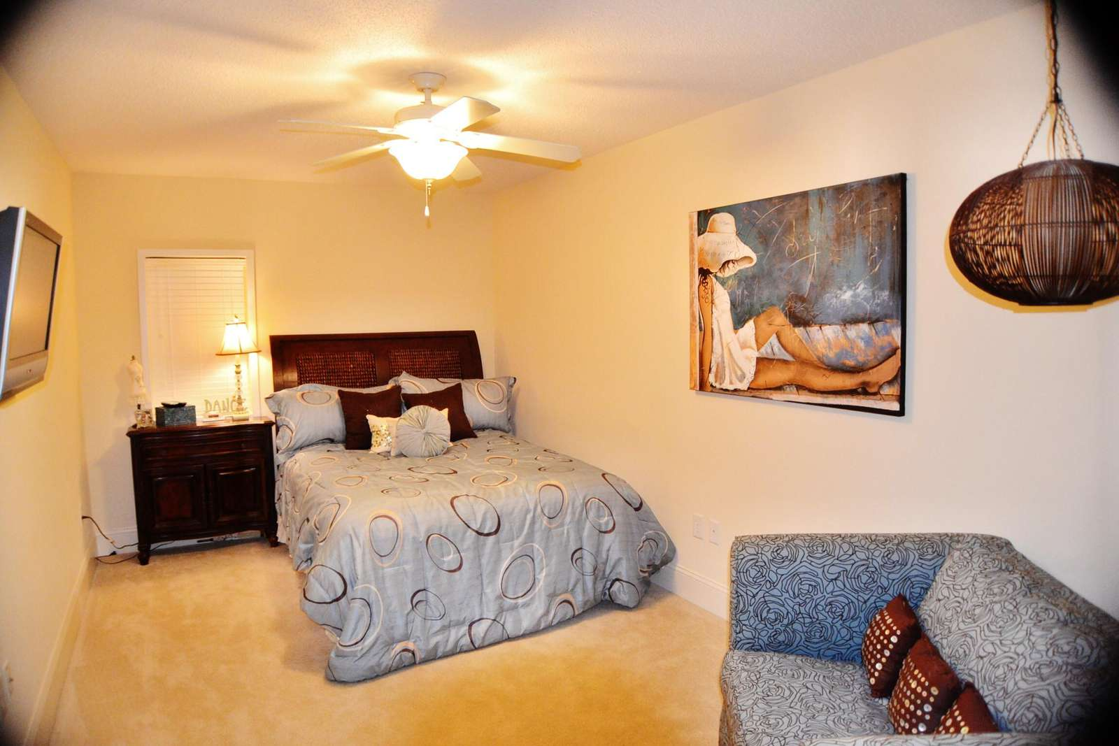 Guest room with queen bed and private bath