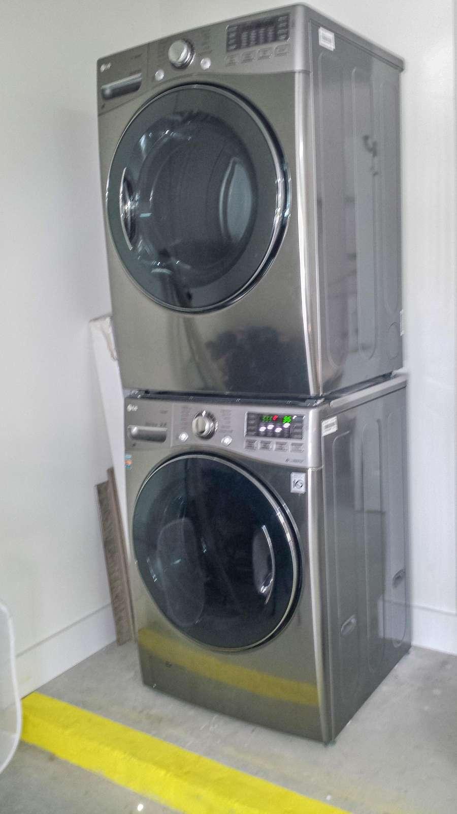 Washer / Dryer in Garage