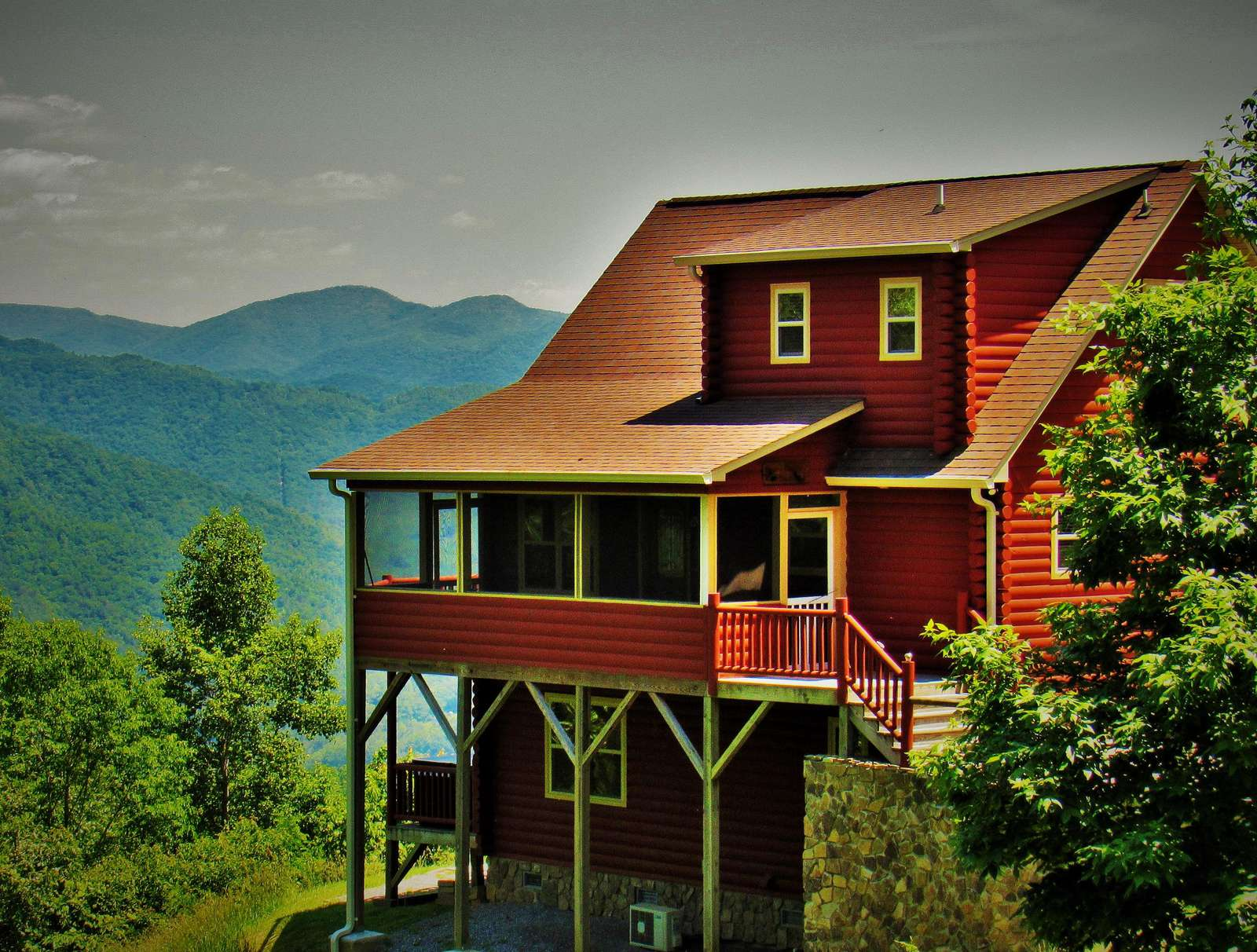 Awe inspiring Views of the Cabin as you arrive!