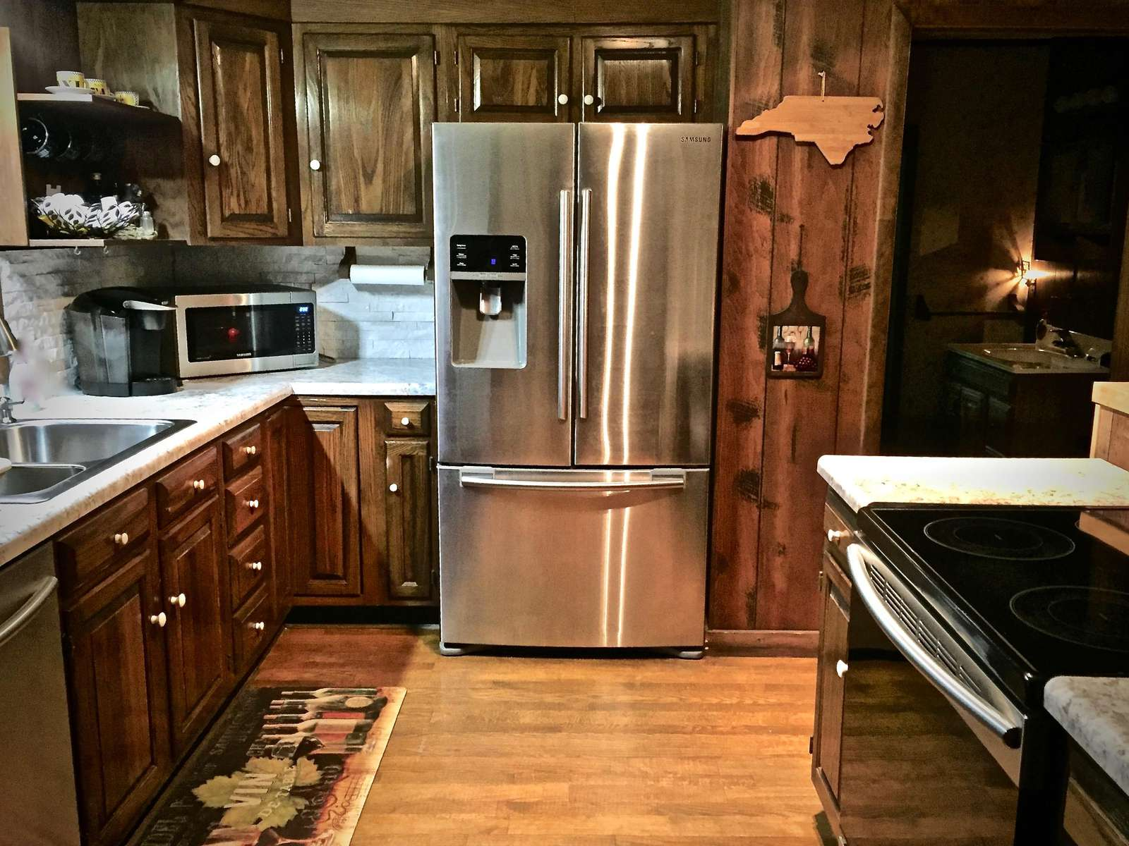 Newly remodeled (2017) Kitchen is a Chef's Delight!
