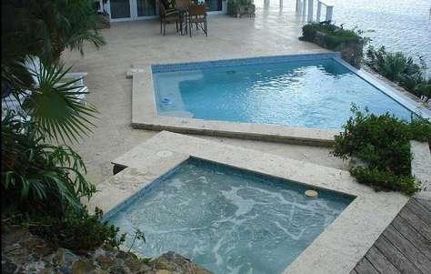 Pool / Jacuzzi