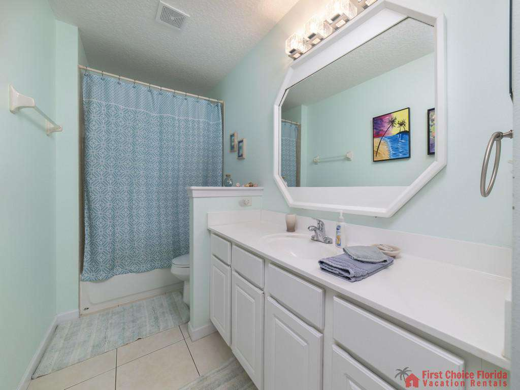 Magnolia Beach House - Guest Bathroom