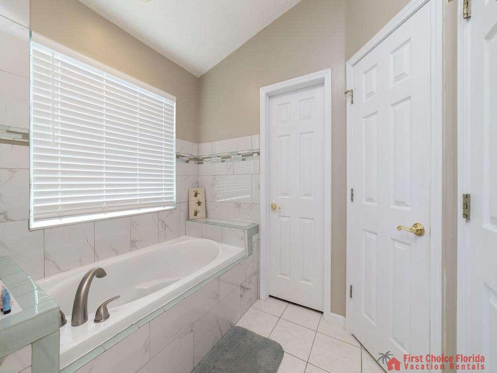 Magnolia Beach House - Master Bath Tub