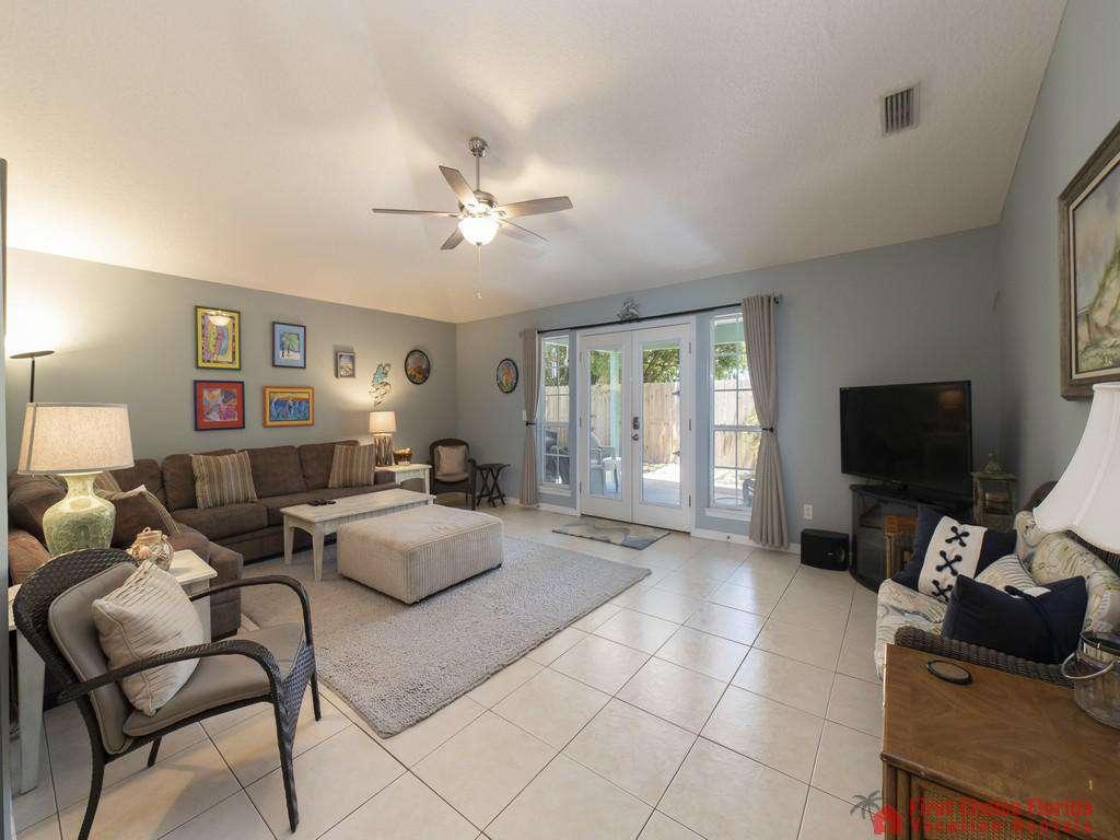 Magnolia Beach House - Living Room