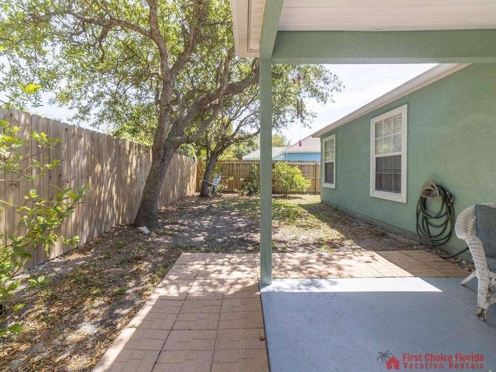 Magnolia Beach House - Patio and Yard