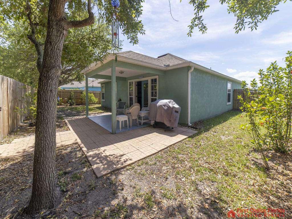 Magnolia Beach House - Backyard