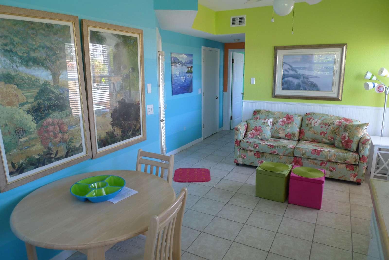 Livingroom dining area - property