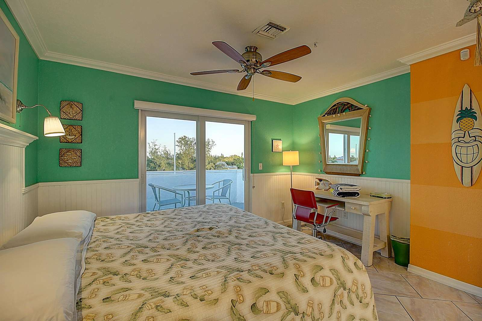King-size bed and more - property