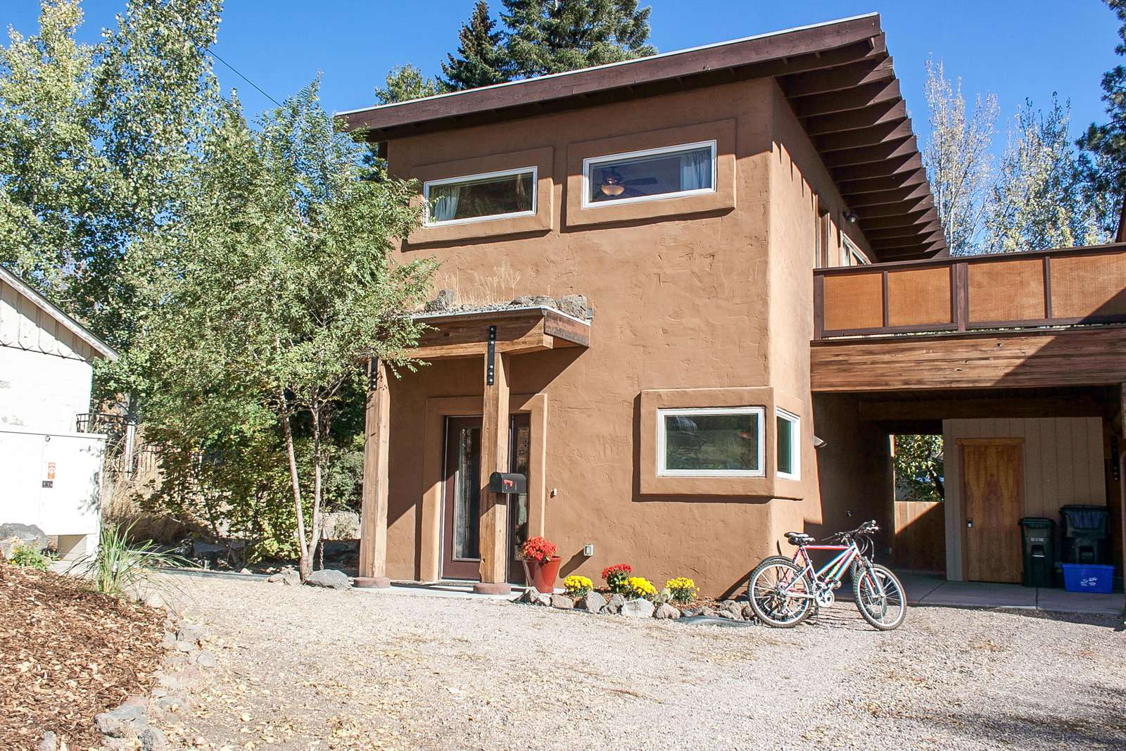 Casa Sol is a cool, modern, stucco home on Bend's westside! - property
