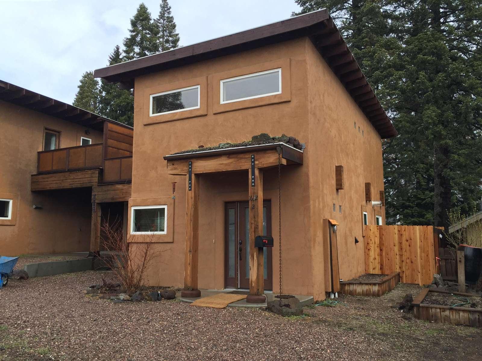 Casa Luna on Bend's westside...a modern stucco charmer - property