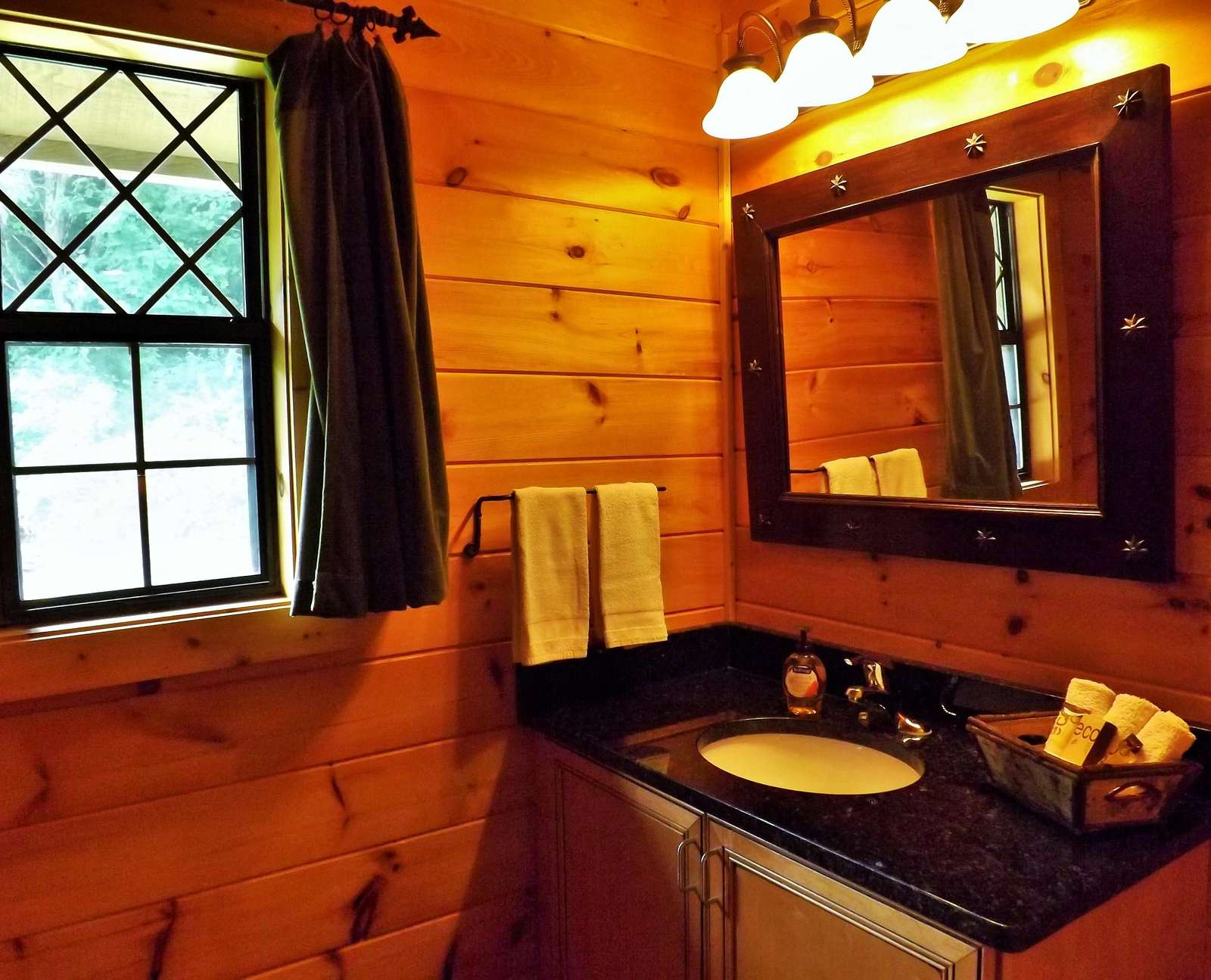 Full Bathroom is Spacious and offers a tiled shower