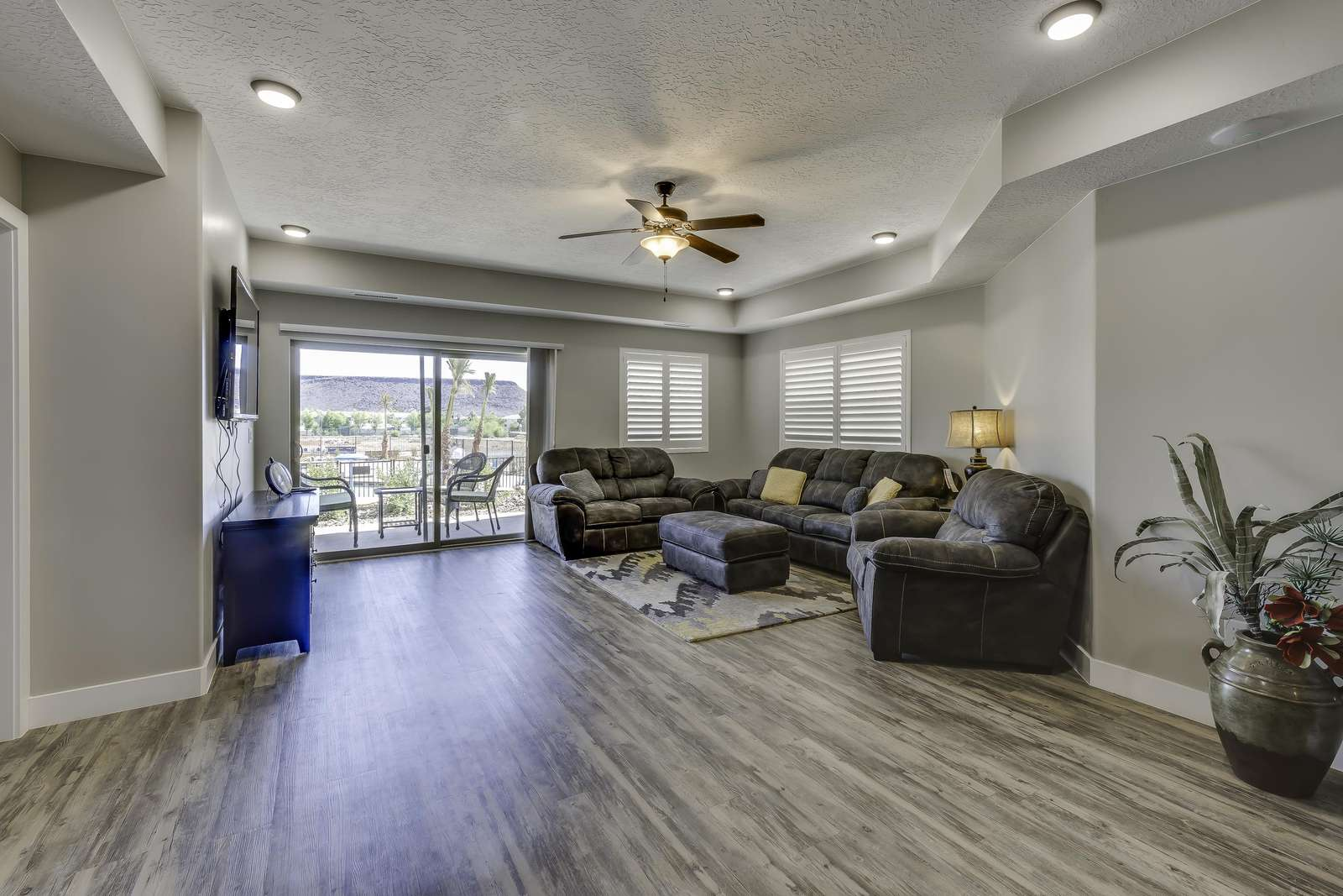 Large Living Room - Open Concept Floor Plan