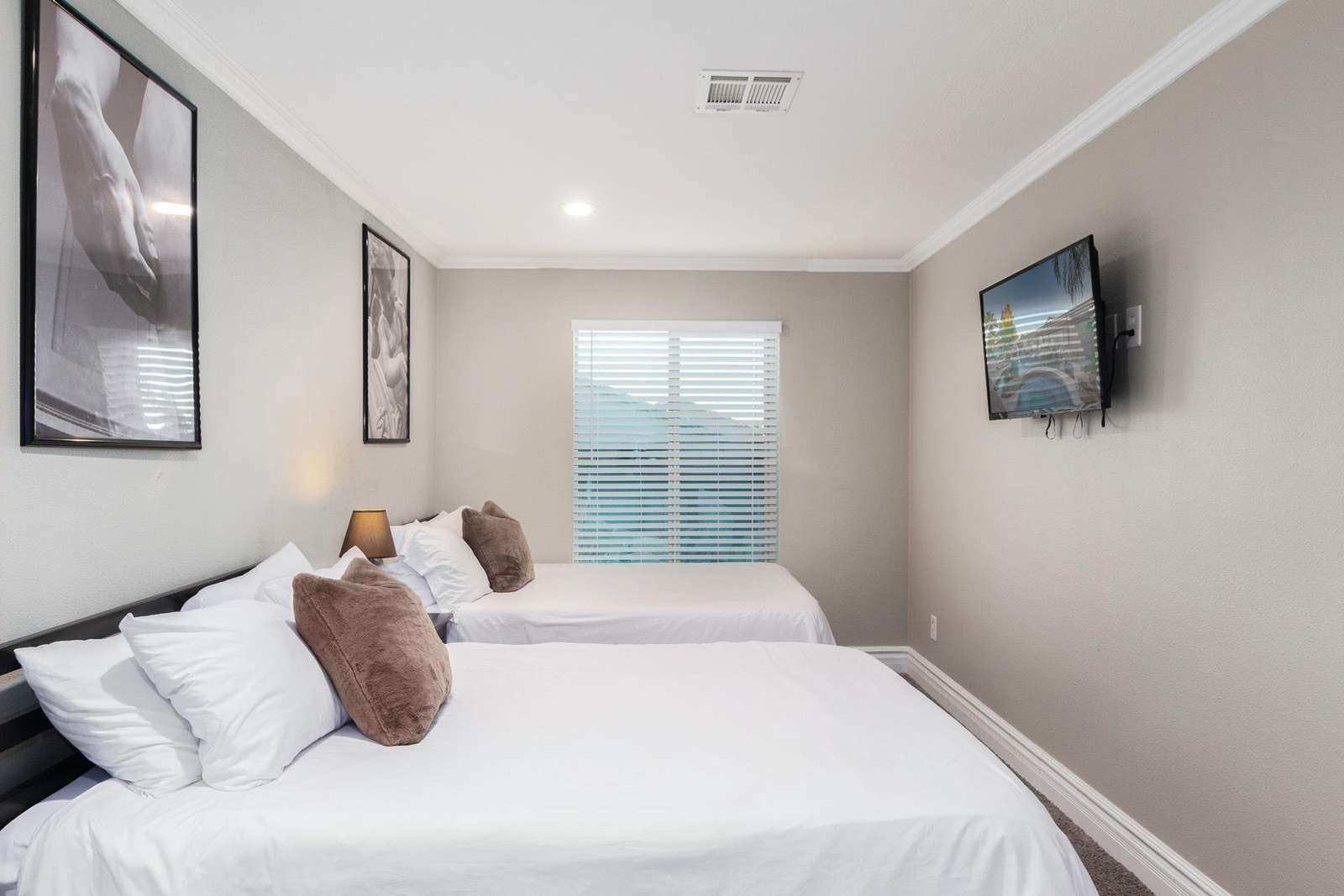5th Bedroom Has 2 Full Beds-TV