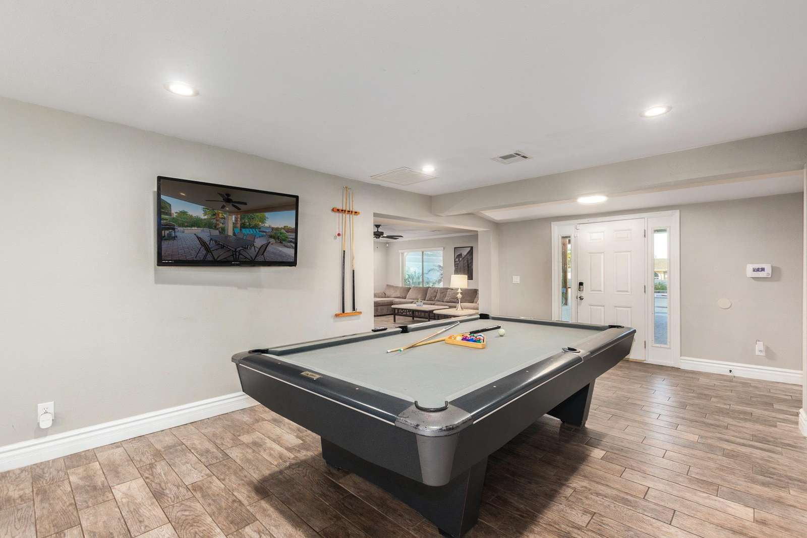 9' Competition Pool Table.