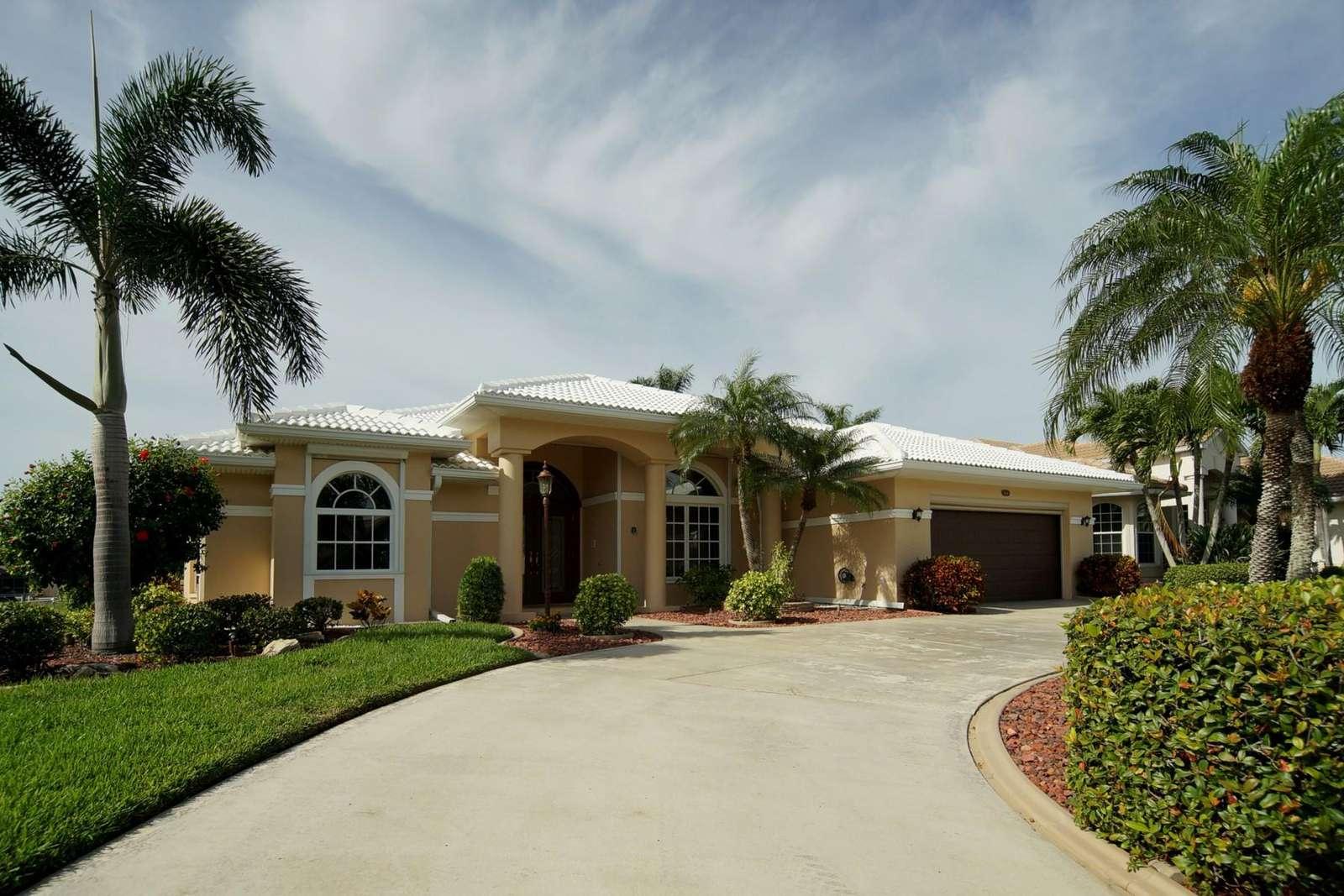 Wischis Florida Home - Vacation Rentals I Property Management I Real Estate