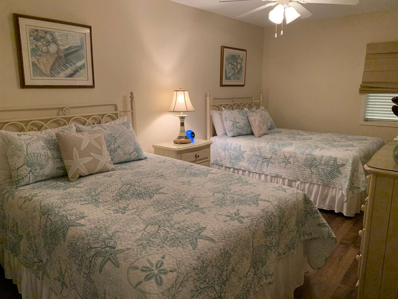 Guest bedroom, Private bathroom