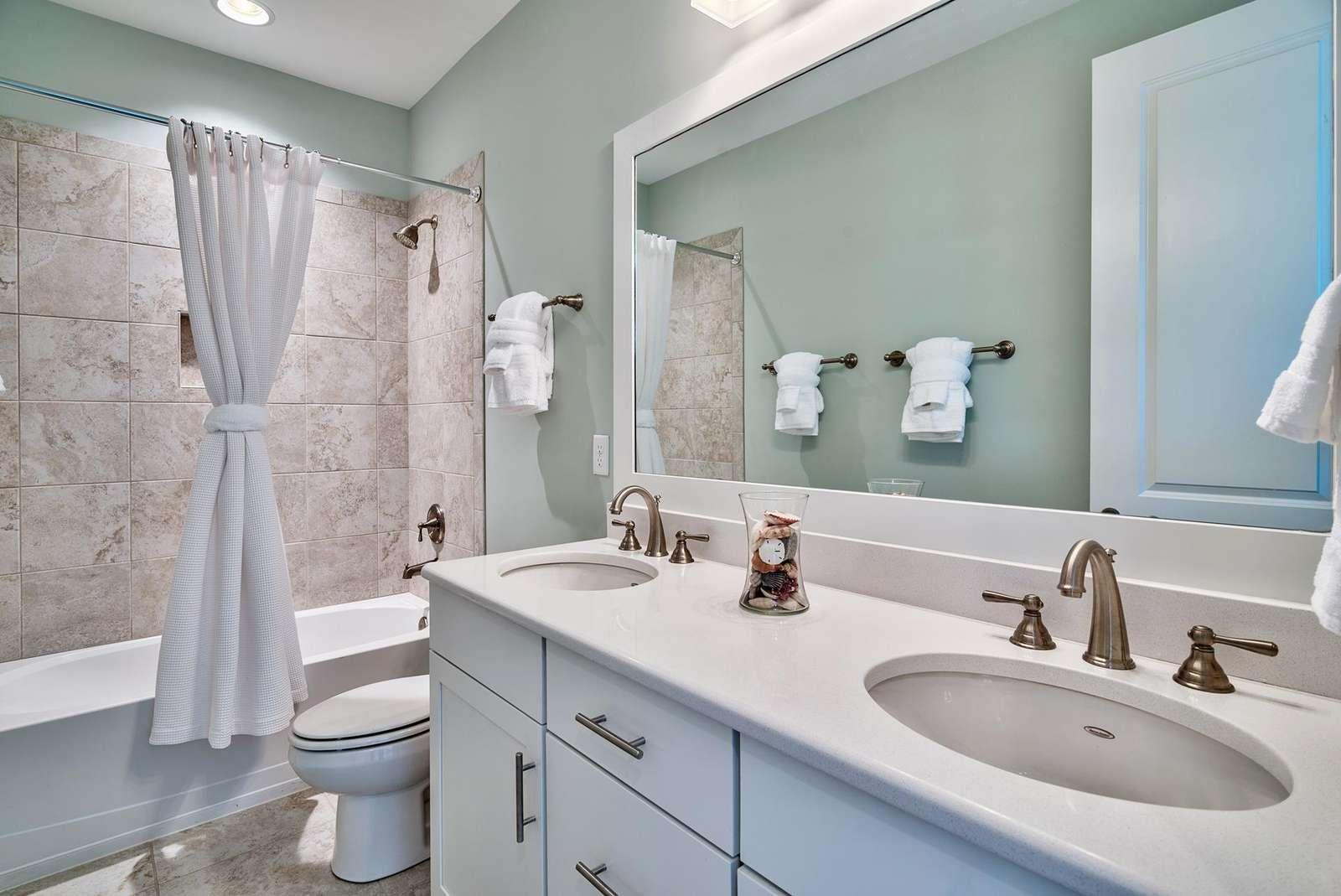 queen & bunk room bath