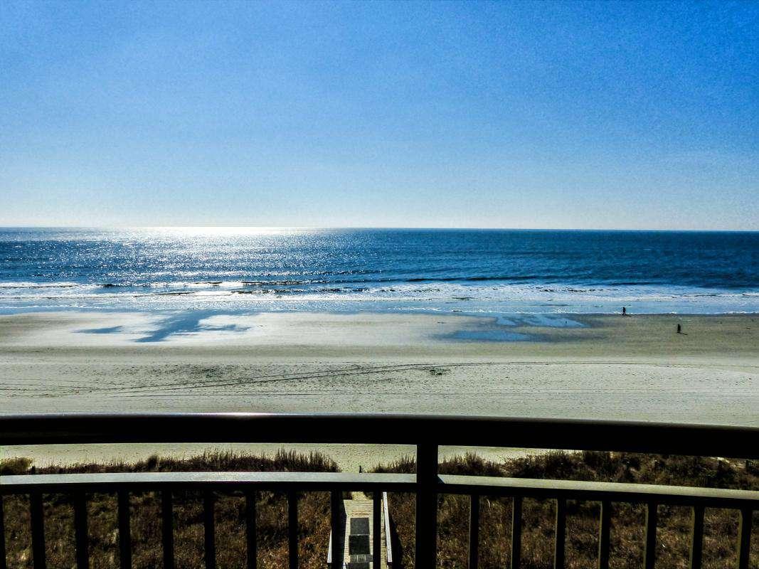 Direct southern and northern coastal views