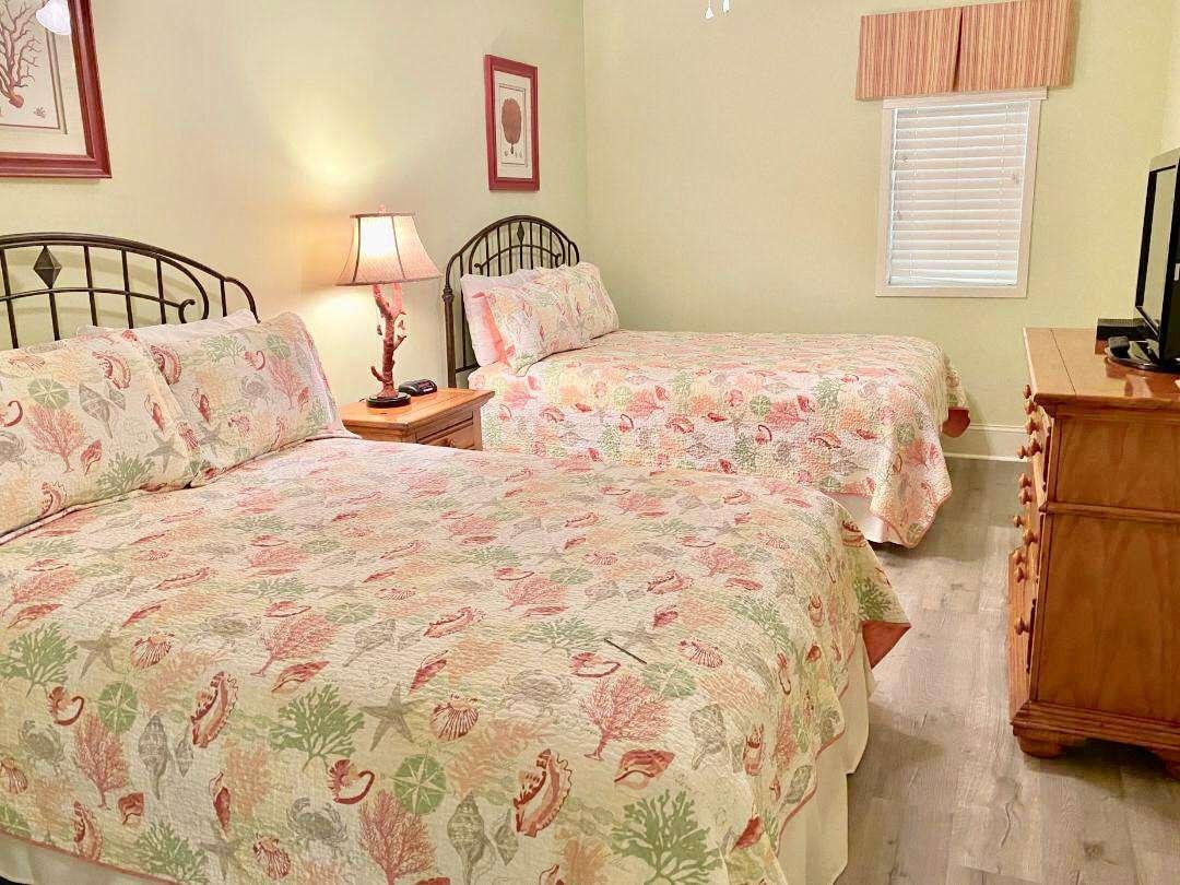 Guest room 2, 2 Queen beds